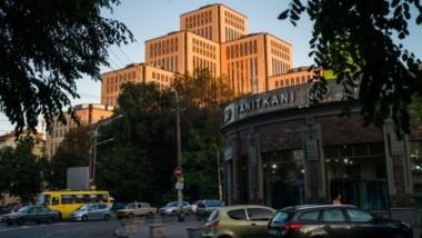 Ukraine: à Dnipro, la Menorah du renouveau juif