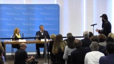 EDI's Peter Zalmayev (Залмаев) asks Estonian President abt Russian Sanctions. Oct 15, 2014